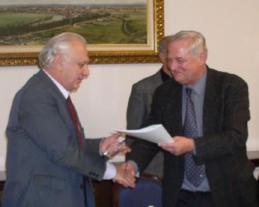 Zadovoljstvo socijalnih partnera potvrđeno je rukovanjem predsjednika Ivice Ihasa i gradonačelnika Božidara Johe