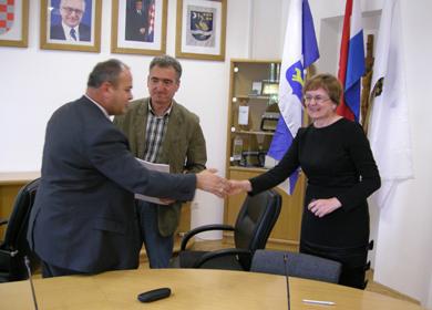 SLAVONSKI BROD: Potpisan kolektivni ugovor za zaposlenike u gradskoj upravi