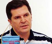 Boris Kunst više drži do svoje frizure nego do međusindikalnih dogovora, tako je i opravdao titulu sindikalnog Kena (ljepuškastog dečka Barbie)