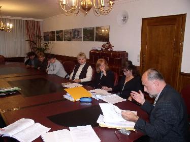 Sindikalni povjerenik Bosiljko Domazet izvjestio je nazočne o dosad poduzetim pokušajima da se od odgovornih u Ministarstvu pribave informacije važne za socijalni položaj službenika i namještenika