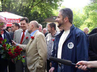 Nasmijani Boris, Krešo i predsjednik Mesić pri susretu s razdraganim građaninom Silvijem...
