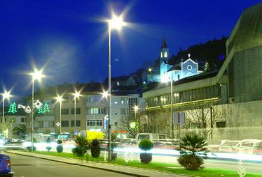 Metković noću. Fotografija sa gradskog portala www.metkovic.hr