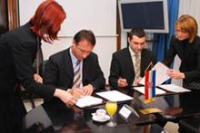 Sporazum o preuzimanju djelatnika potpisali su Ministar Rončević i direktor Pletera Denis Skubic, uz suglasnost sindikata