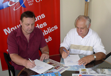 Ugovorne strane sporazum su potpisale odvojeno - Zoran Perović i Ivica Ihas potpisuju kolektivni ugovor ispred Sindikata