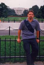 Andrew Welfare dugogodišnji je dopisnik SDLSN iz Washingtona