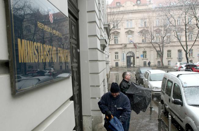 Ministarstvo otpisuje kamate i smanjuje dug