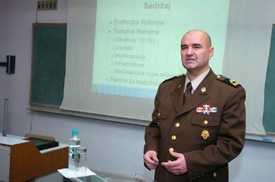 Za Hrvatsku je izgleda prihvatljiva razmjena iskustava na vojnom, ali ne i na službeničkom planu