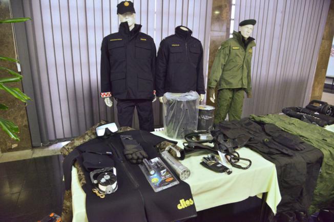 Policajcima stigla topla odjeća i obuća