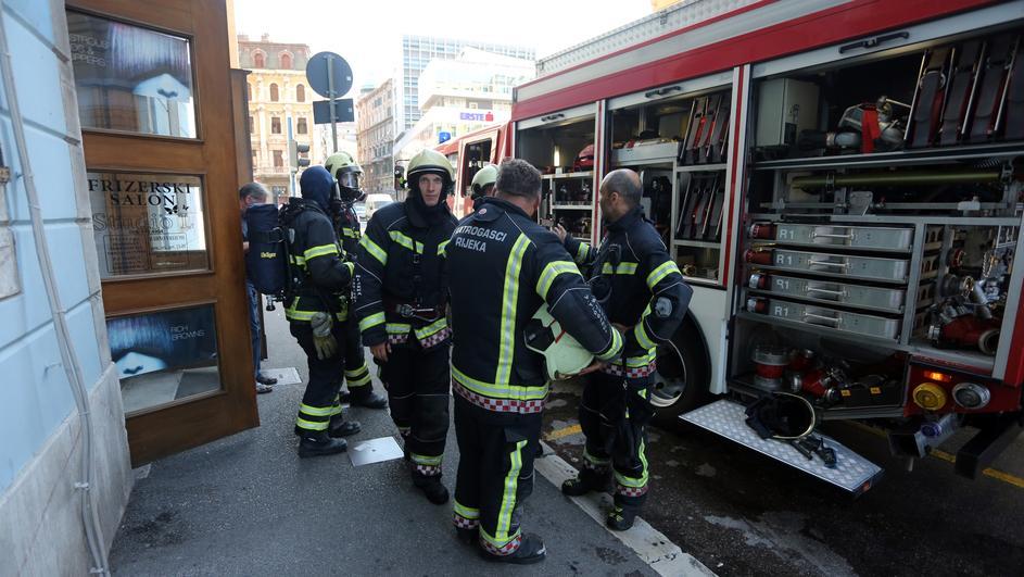 Potpisali ugovore: Država će nabaviti 94 vatrogasna vozila Božinović je istaknuo kako je potpisanim ugovorom
