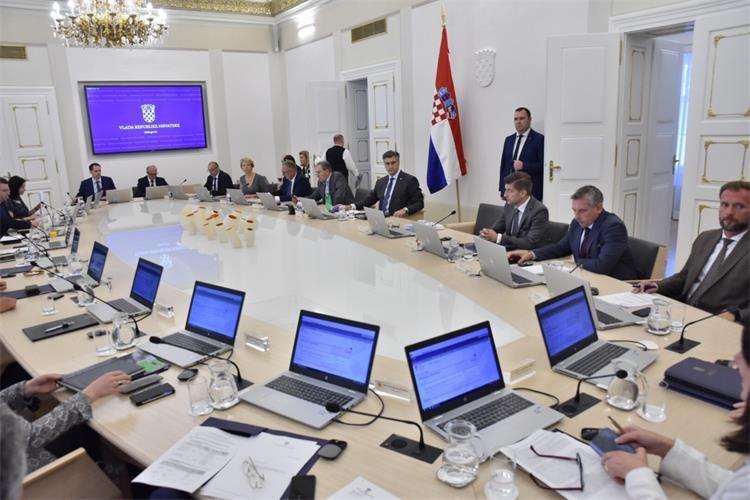 Vlada usvojila Prijedlog uredbe o izmjenama i dopunama Uredbe o nazivima radnih mjesta i koeficijentima složenosti poslova u državnoj službi