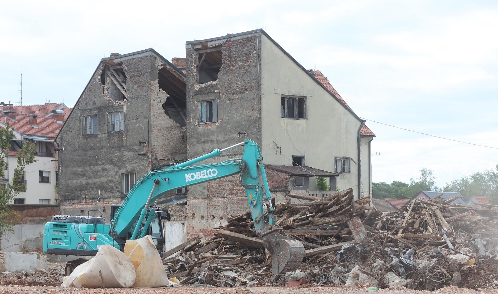 Hitno omogućiti pristup obnovi svim stambenim i gospodarskim objektima stradalima u potresu – legalizacija ne smije biti prepreka!