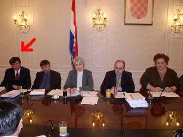 Pomoćnik ministra financija Niko Raič u sastavu Pregovaračkog odbora Vlade Republike Hrvatske (označen strjelicom)...