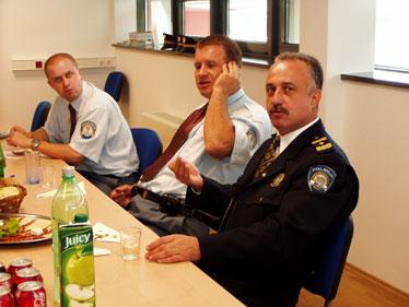 Načelnik Postaje granične policije Bregana Gojko Žderić ističe primjernu suradnju različitih državnih službi na državnoj granici