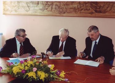 Sindikalni povjerenik Šimun Samardžić, predsjednik Sindikata Ivica Ihas i gradonačelnik Nikola Tomašević na potpisivanju kolektivnog ugovora