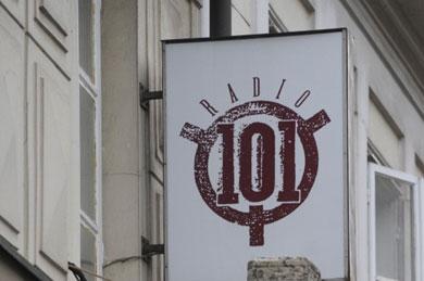 101_radio390